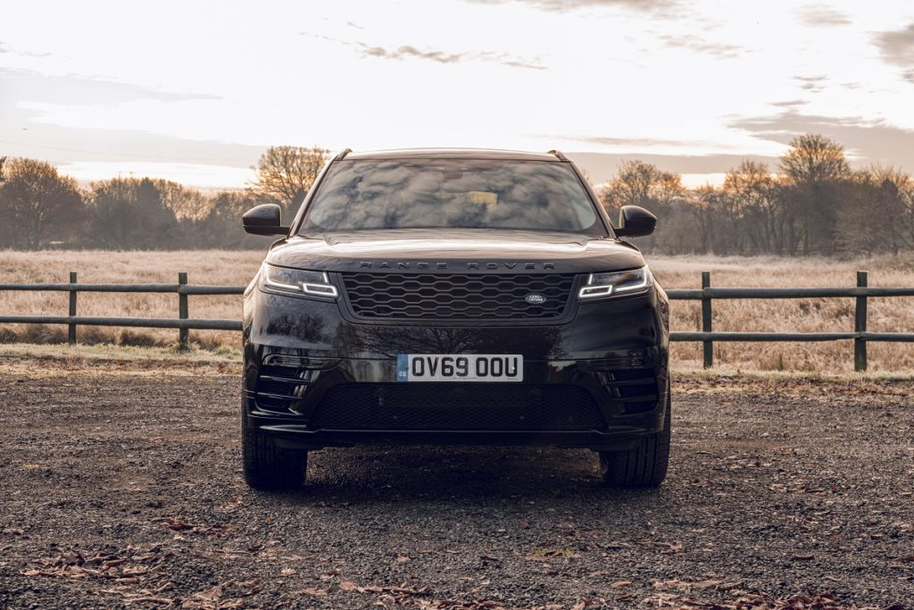 Front view of the Range Rover Velar R-Dynamic Black