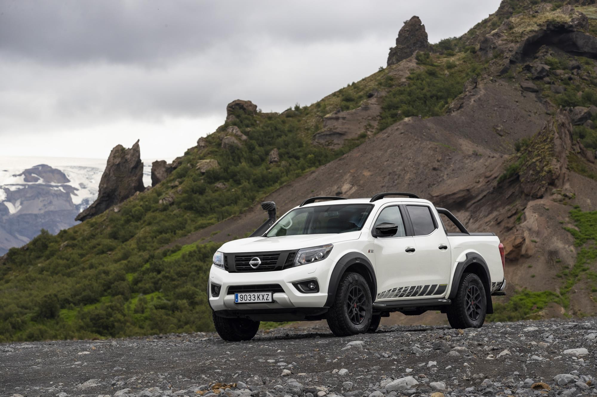 Go Anywhere Nissan Navara OFF ROADER AT32
