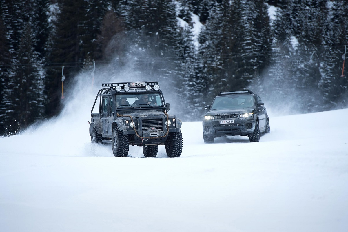 Jame Bond car chase in the snow in Spectre